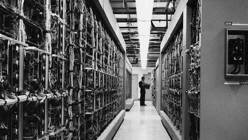 1. IBM AN_FSQ-7 GÇô 1958