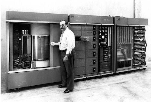 9. IBM 305 Random Access Method of Accounting and Control (RAMAC) GÇô 1956